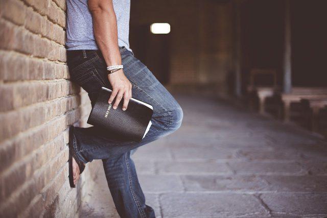Ponadczasowe spodnie dla każdego – jeansy