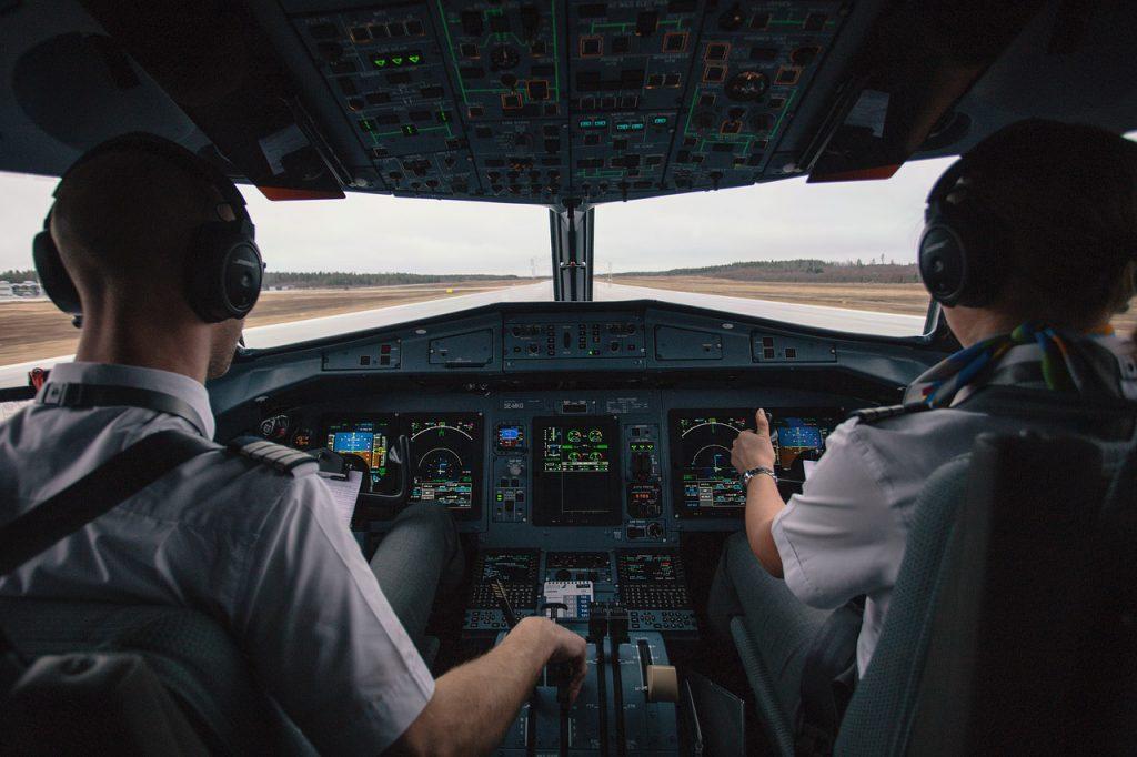 ile zarabia pilot samolotu